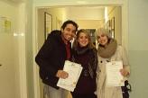 Estudiantes con sus diplomas en Malahide