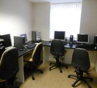 Sala de ordenadores en Derry